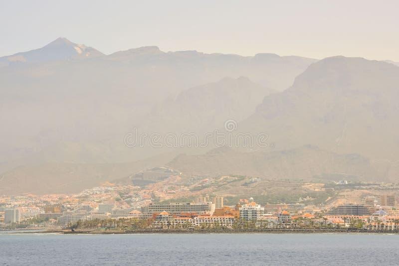 vista panorámica de la ciudad en la puesta del sol, imagen digital de la foto como fondo fotos de archivo libres de regalías