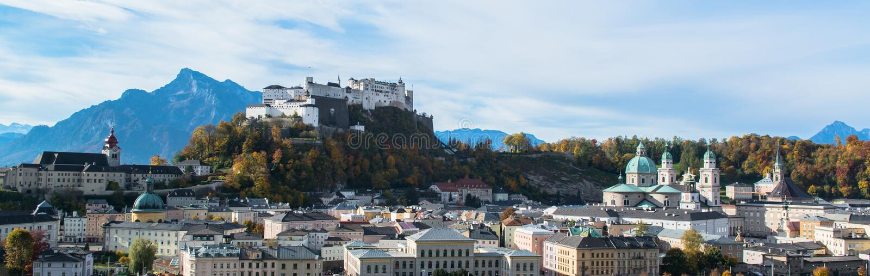Vista panorámica de la ciudad histórica de Salzburg imágenes de archivo libres de regalías