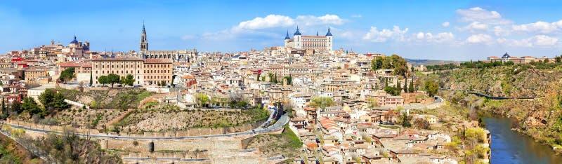 Vista panorámica de la ciudad histórica de Toledo con el río Tajo, S fotografía de archivo libre de regalías