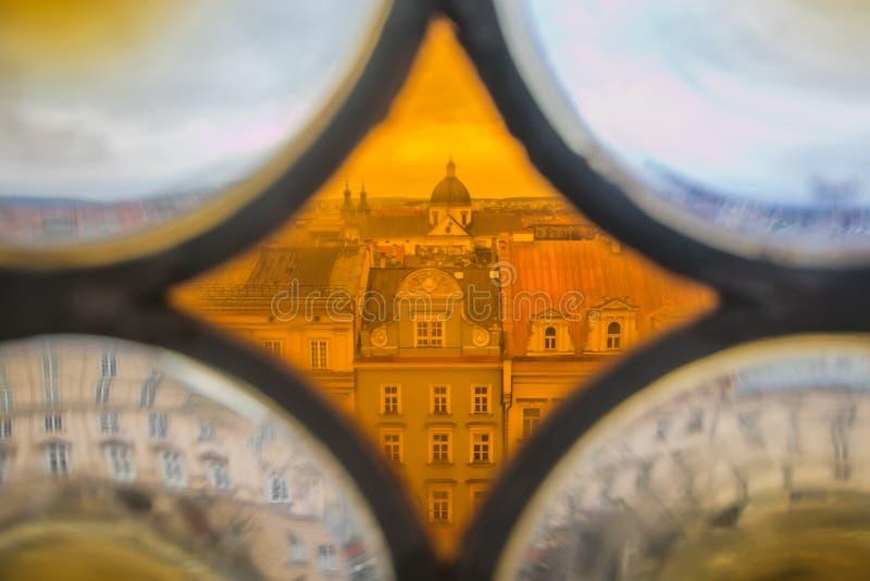 Vista panor?mica de la ciudad de Krak?w del vidrio del color del ayuntamiento en Polonia imagen de archivo libre de regalías