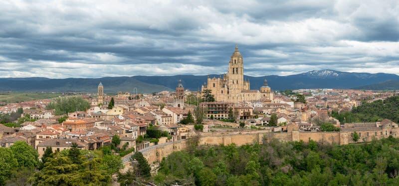 Vista panorámica de la ciudad medieval vieja de Segovia, España fotografía de archivo libre de regalías