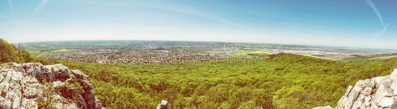 Vista panorámica de la ciudad de Nitra de la colina de Zobor imágenes de archivo libres de regalías