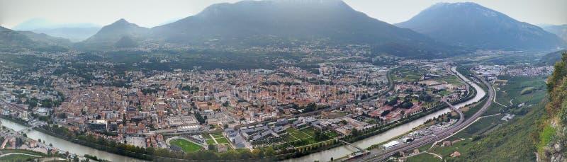 Vista panorámica de la ciudad de Trento fotografía de archivo libre de regalías