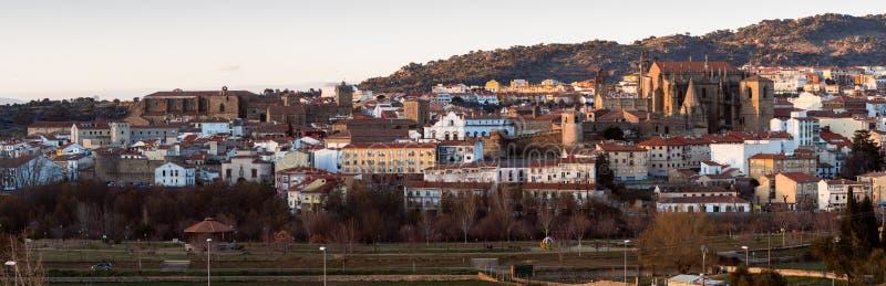 Vista panorámica de la ciudad vieja de Plasencia fotos de archivo libres de regalías
