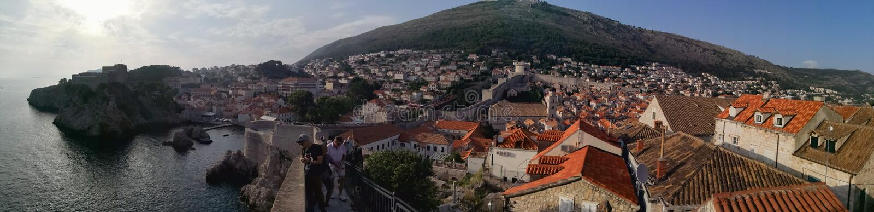 Vista panorámica de la ciudad vieja de Dubrovnik de las paredes fotografía de archivo