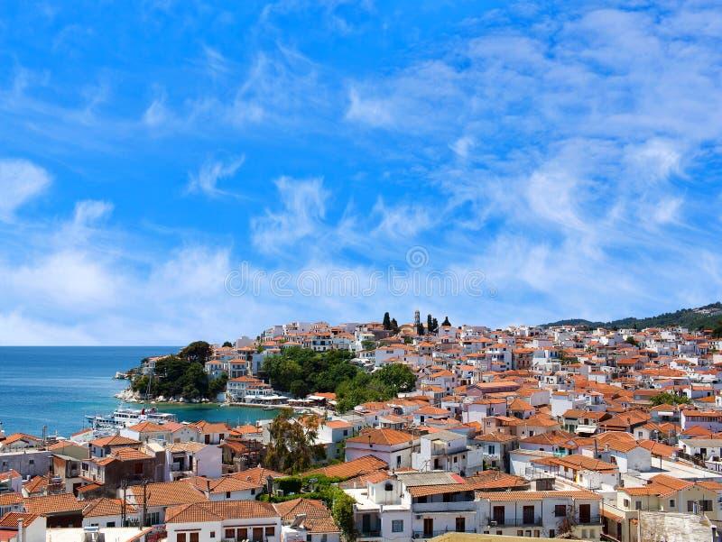 Vista panorámica de la ciudad vieja en la isla de Skiathos, Sporades septentrional, Grecia foto de archivo