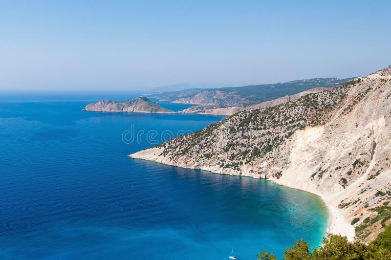 Vista panorámica de la costa del acantilado en la isla de Kefalonia fotos de archivo libres de regalías