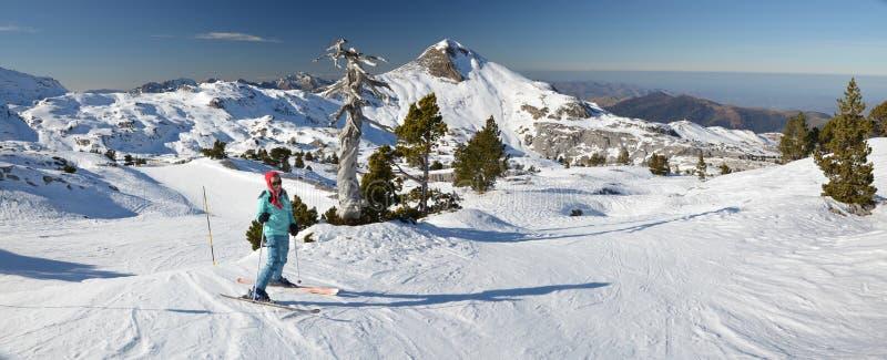 Vista panorámica de la estación de esquí Pierre Saint Martin foto de archivo libre de regalías