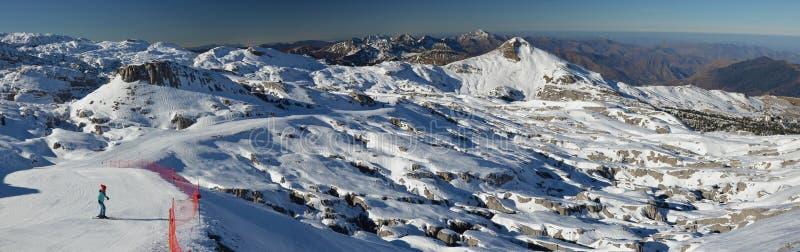 Vista panorámica de la estación de esquí Pierre Saint Martin imágenes de archivo libres de regalías