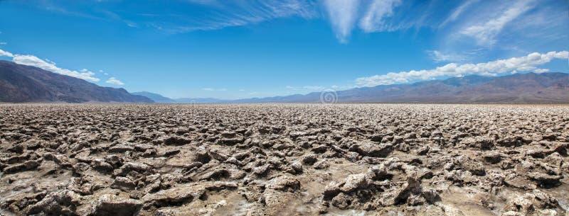 Vista panorámica de la formación de la sal del campo de golf de los diablos en el parque nacional de Death Valley imágenes de archivo libres de regalías