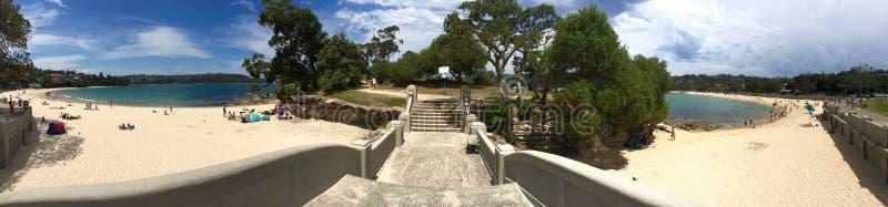 Vista panorámica de la isla de Rocky Point en la playa del Balmoral imagenes de archivo