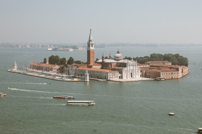 Vista panorámica de la isla San Giorgio Maggiore desde el Campanile de San Marcos imagen de archivo libre de regalías