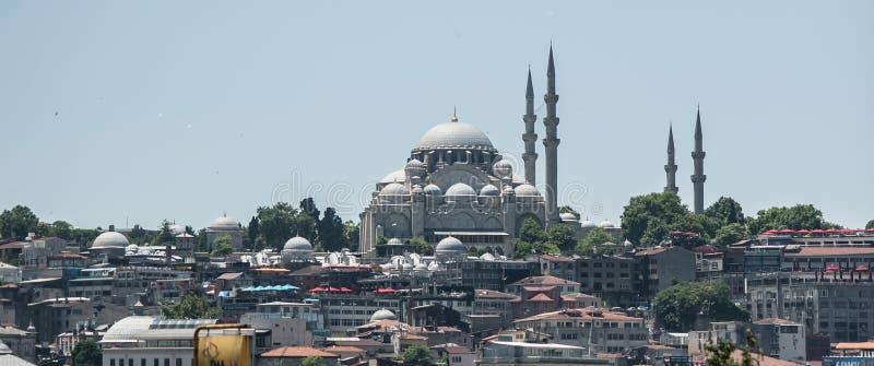 Vista panorámica de la mezquita de Suleymaniye y de la ciudad vieja de Estambul imagenes de archivo