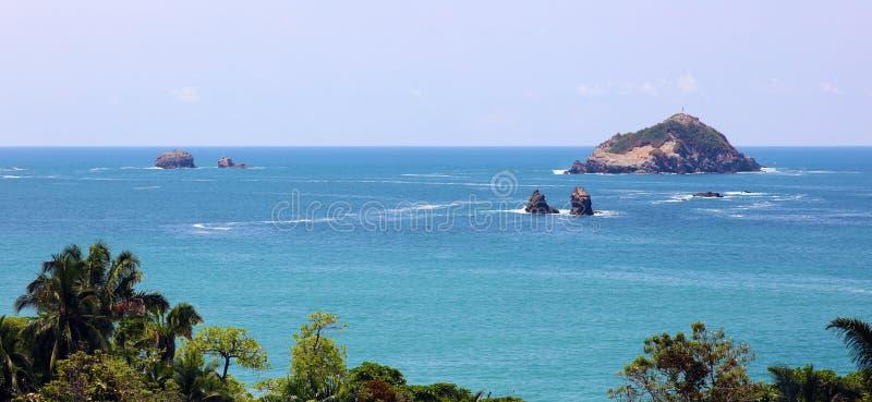 Vista panorámica de la playa del parque nacional de Manuel Antonio en Costa Rica, la mayoría de las playas hermosas en el mundo fotografía de archivo