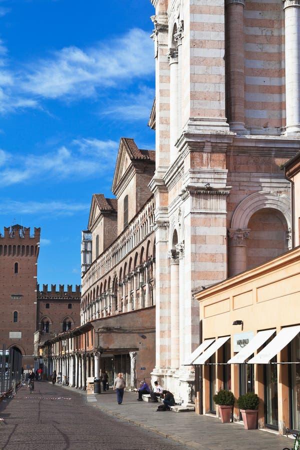 Vista panorámica de la plaza Trento e Trieste, ayuntamiento y Cathedr imagen de archivo