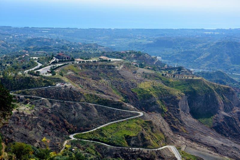 Vista panorámica de las montañas de Aspromonte en Italia meridional imagen de archivo libre de regalías