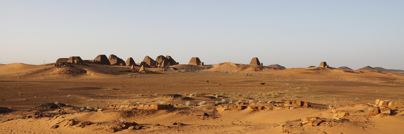 Vista panorámica de las pirámides en Meroe imágenes de archivo libres de regalías