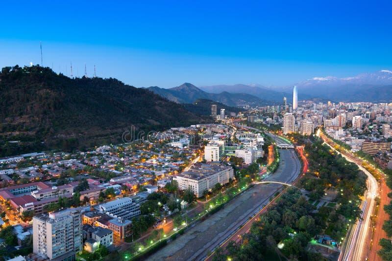 Vista panorámica de los distritos de Providencia y de Las Condes en Santiago de Chile fotos de archivo libres de regalías