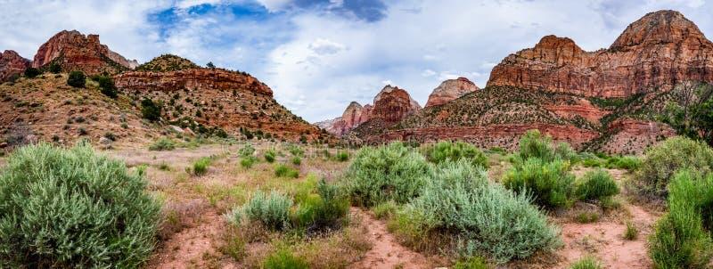 Vista panorámica de los picos de montaña en Zion National Park, Utah fotos de archivo libres de regalías