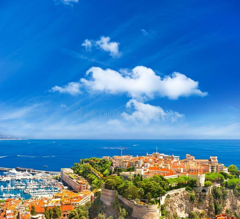 Vista panorámica de Mónaco con el palacio y el puerto imagen de archivo