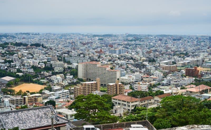 Vista panorámica de Naha desde arriba del castillo de Shuri fotos de archivo