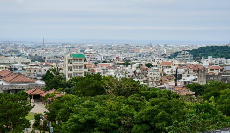 Vista panorámica de Naha desde arriba del castillo de Shuri foto de archivo libre de regalías