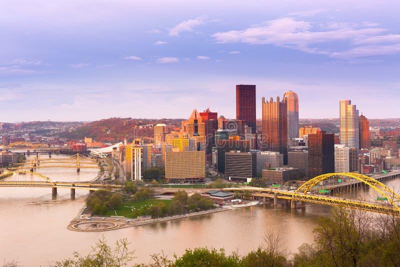Vista panorámica de Pittsburgh y de los 3 ríos en Pittsburgh imagenes de archivo