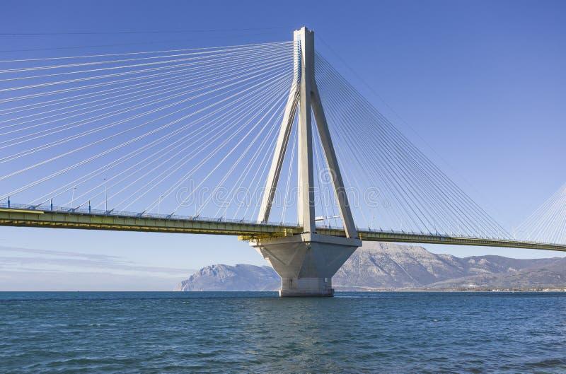 Vista panorámica de puente colgante Río - Antirio cerca de Patra, Grecia fotografía de archivo