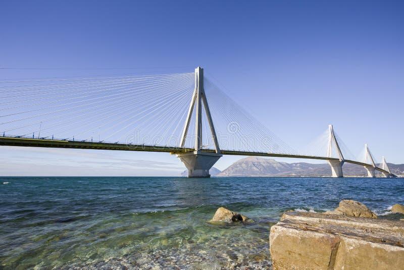 Vista panorámica de puente colgante Río - Antirio cerca de Patra, Grecia imágenes de archivo libres de regalías