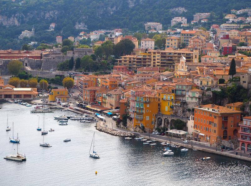 Vista panorámica de riviera francesa cerca de la ciudad del Villefranche-sur-Mer, Menton, Mónaco Monte Carlo, CÃ'te d 'Azur, rivi fotos de archivo libres de regalías