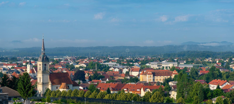 Vista panorámica de Slovenska Bistrica, Eslovenia imagenes de archivo