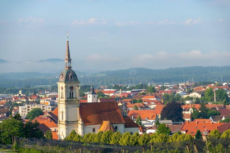 Vista panorámica de Slovenska Bistrica, Eslovenia foto de archivo
