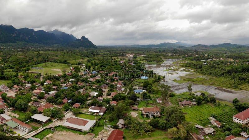 Vista panorámica de un pequeño pueblo en la frontera foto de archivo libre de regalías