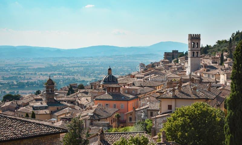 Vista panorámica de una ciudad italiana hermosa foto de archivo libre de regalías