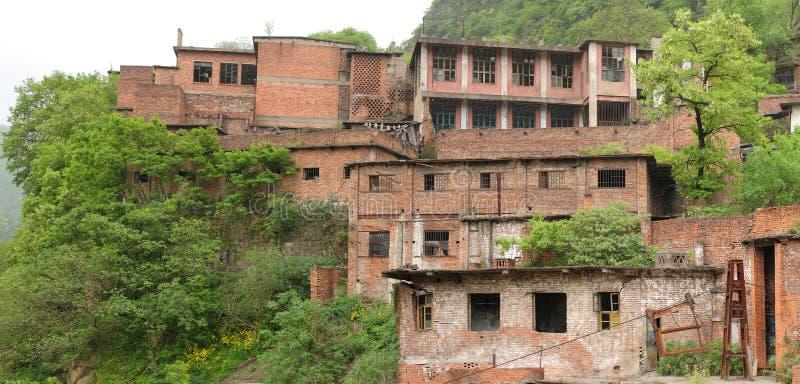 Vista panorámica de una prisión china abandonada en la montaña fotos de archivo libres de regalías