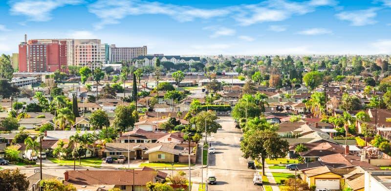 Vista panorámica de una vecindad en Anaheim, Condado de Orange, California imágenes de archivo libres de regalías