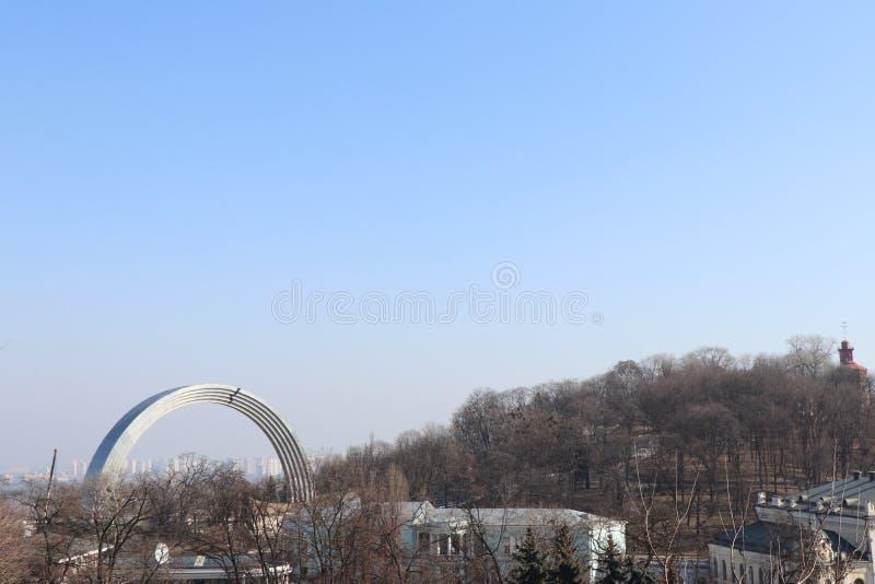 Vista panorámica del arco del monumento de la diversidad imágenes de archivo libres de regalías