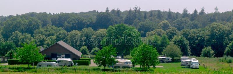 Vista panorámica del camping holandés imagen de archivo