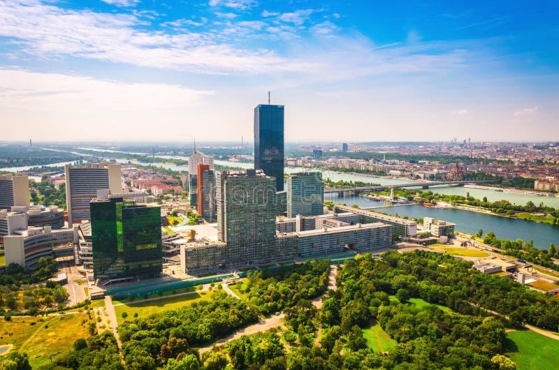 Vista panorámica del centro de ciudad del negocio de Viena foto de archivo