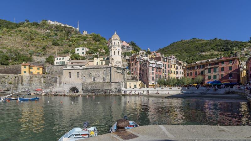 Vista panorámica del centro histórico de Vernazza, Cinque Terre, Liguria, Italia fotografía de archivo libre de regalías