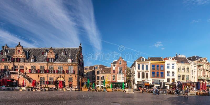 Vista panorámica del cuadrado central en la ciudad holandesa de Nijmeg fotografía de archivo libre de regalías