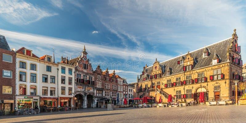 Vista panorámica del cuadrado central en la ciudad holandesa de Nijmeg fotos de archivo