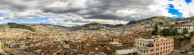 Vista panorámica del EL Panecillo en Quito, Ecuador, de la catedral imagenes de archivo
