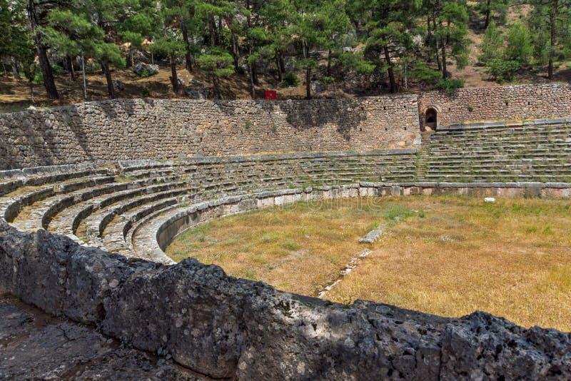 Vista panorámica del estadio en el sitio arqueológico de Delphi, Grecia del griego clásico foto de archivo