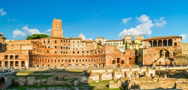 Vista panorámica del foro y mercado de Trajan, Roma, Italia foto de archivo libre de regalías
