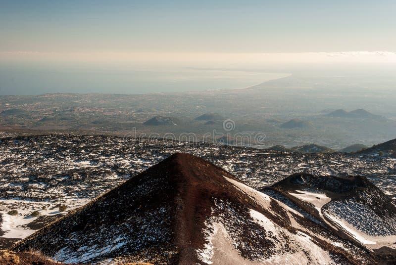 Vista panorámica del golfo de Catania visto del volcán el Etna imagenes de archivo