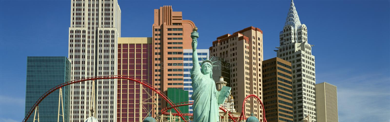 Vista panorámica del hotel de Nueva York Nueva York con la estatua de la libertad en la salida del sol, Las Vegas, nanovoltio imagen de archivo