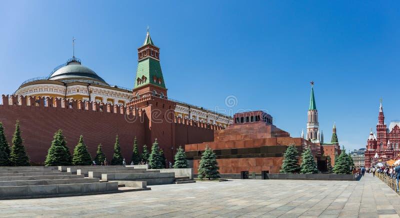 Vista panorámica del Kremlin y del mausoleo en el Squar rojo imagenes de archivo