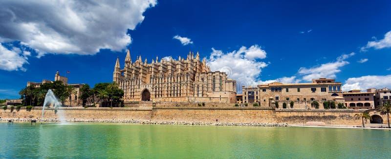 Vista panorámica del La Seu - catedral de Santa Maria de Palma, Palma de Mallorca foto de archivo libre de regalías