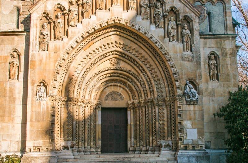 Vista panorámica del portal de la capilla de Jaki en Budapest foto de archivo